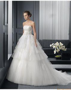 2015 A-linie Trägerlose Glamouröse Brautkleider aus Softnetz mit Applikation
