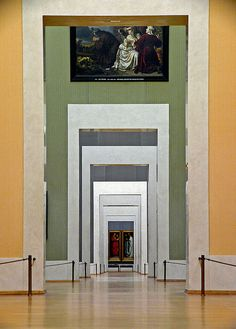 Beautiful enfilade of spaces inside the Alte Pinakothek in Munich.