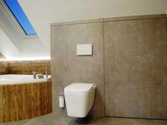 Łazienka na poddaszu w kolorze beton jasny+drewno/płytki 3