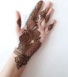 Mehndi is an important part of every Muslim woman's eid look adding to the beauty and grace of hands and feet. If you havent yet finalized your eid mehndi design then I bring to you some of the latest henna patterns to try out this year for bakra eid. Eid Mehndi Designs, Floral Henna Designs, Latest Bridal Mehndi Designs, Simple Arabic Mehndi Designs, Full Hand Mehndi Designs, Henna Art Designs, Modern Mehndi Designs, Mehndi Designs For Girls, Mehndi Design Photos