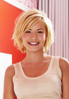 Shaggy blonde bob haircut with bangs - Elisha Cuthbert hairstyle