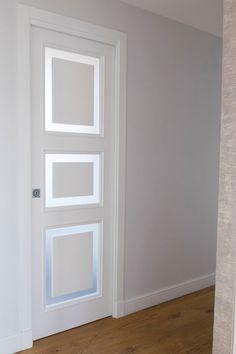 & & & & White doors are classic, inserts in tempered glass. Internal Doors Modern, Modern Door, Interior Door Styles, Door Design Interior, Luxury Bedroom Design, Luxury Kitchen Design, Bedroom Door Decorations, Door And Window Design, Porte Design
