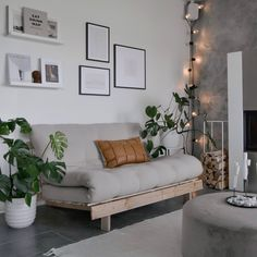 Small Space Living, Small Spaces, Paris Apartments, Living Room Designs, Home Office, Roots, Modern Design, Couch, House Styles