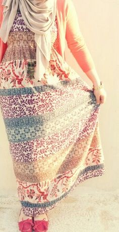 Totally adore this maxi dress! Hijab style ❤ #hijabi #fashion
