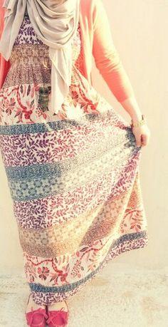 Totally adore this maxi dress! Hijab style ❤ #hijabi #fashion