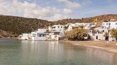 Sifnos, Cyclades, Grèce: le petit port de Faros Mansions, House Styles, West Coast, Archipelago, Gates, Fancy Houses, Mansion, Manor Houses, Mansion Houses