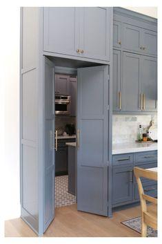Kitchen Pantry Design, Prep Kitchen, Modern Kitchen Design, Home Decor Kitchen, Kitchen Interior, Home Kitchens, Kitchen With Pantry, Closed Kitchen Design, Kitchen Pantry Cabinets