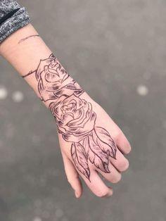 Hand tatto roses