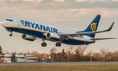 H Ryan Air κλείνει την αεροπορική της βάση στη Φρανκφούρτη – My Review Flight Schedule, Manchester Airport, Cargo Airlines, School Holidays, Black Friday, Euro, Aircraft, How To Plan, Commercial