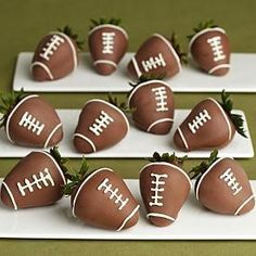 Be good for a super bowl party--chocolate covered football strawberries Super Bowl Party, Milk Shake Chocolat, Yummy Treats, Delicious Desserts, Yummy Food, Tasty, Homemade Desserts, Mini Desserts, Healthy Food