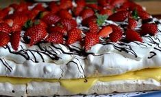 Världens godaste tårta om du frågar mig! Gör du dubbel sats, två långpannor så får du en bamsetårta som räcker till många!