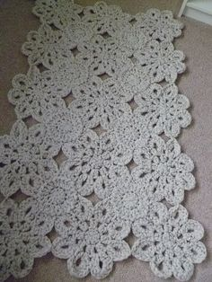 I love this Crochet Flower Rug. (choose a flower pattern, connect with round pattern between) Love Crochet, Crochet Motif, Beautiful Crochet, Crochet Doilies, Crochet Flowers, Knit Crochet, Crochet Home Decor, Crochet Crafts, Crochet Blankets