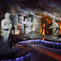 As esculturas de sal são maravilhosas e mostram além de pessoas conhecidas na époxa várias cenas da mitologia relacionada com #Wieliczka