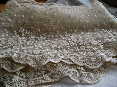 Etsy listing at https://www.etsy.com/listing/180620302/antique-lace-absolutely-stunning-huge