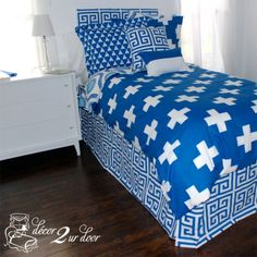 Custom dorm bedding packages from Cute dorm room bedding sets complete with throw pillows, duvet cover, bed skirt, headboard and more. Each dorm xl bedding set is a full dorm room look! Cute Teen Bedrooms, Cute Bedroom Ideas, Cute Dorm Rooms, Girls Bedroom, Daybed Bedding, Dorm Room Bedding, Teen Bedding, Duvet, Bedding Decor