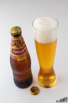 Cerveza Cusqueña: Con 5 % alc./vol., la Dorada es la más ligera en cuerpo, aroma y sabor. Dark Lager, Beers Of The World, Beer Lovers, Summer Drinks, Craft Beer, Tableware, Glass, Alice, Root Beer
