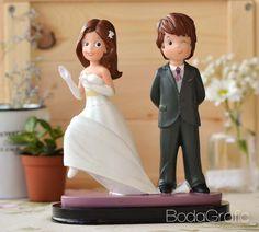 Novios Guiño. ¡¡Consíguela en http://www.bodagrafic.com/es/boda/figuras-novios-tarta/!!