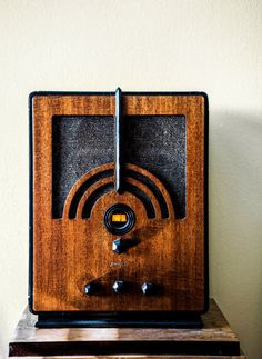 Life in the 1930s. A vintage radio. Photo: Randy Harris for The New York Times