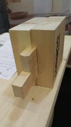 Sistema costruttivo in legno senza colle e chiodi