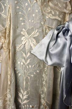 Tea gown detail (ca. 1900)