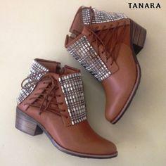 Confy & style: botinhas com brilho e amarrações. Shop Tanara  http://ift.tt/1SLG2kZ (link clicável na bio)