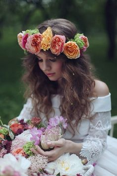 Belle & Bunty Bridal inspiration- fresh floral real flower crown for vintage inspired/boho bride and wedding Love Flowers, Flowers In Hair, Beautiful Flowers, Fresh Flowers, Colorful Flowers, Beautiful Bride, Color Splash, Color Pop, Beltane