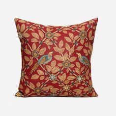 Svenskt Tenns klassiska kuddar är omtyckta världen över. Textil Bamboo Bird kommer från det engelska textilföretaget GP & J Baker. - Kudde Bamboo Bird, 50x50 cm, Lin, Bamboo Bird, Röd