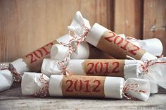 DIY party poppers for New Year's Eve New Years Eve Day, New Years Party, New Year's Eve Celebrations, New Year Celebration, New Year's Crafts, Holiday Crafts, Holiday Ideas, Christmas And New Year, Christmas Time