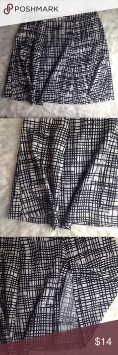 """Ava & Viv Black and White Abstract Skirt This is a lovely skirt! Black and white with no marks or tears.  Waist: 39"""" Length: 26"""" Ava & Viv Skirts Midi"""