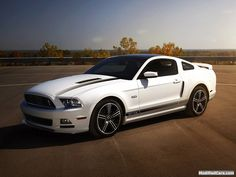 Ford Mustang 5.0 GT California Special Package 2013 OMG OMG OMG!!!! i LOVE LOVE LOVE LOVE LOVE! my made it car!