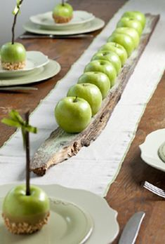 ⌺ Splendid Table Settings ⌺ Apple centerpiece by Petit Gateau concept parties. Photo: Boaz Lavi for Nisha magazine Apple Centerpieces, Centerpiece Ideas, Inexpensive Centerpieces, Deco Nature, Deco Floral, Fall Table, Partys, Holiday Tables, Thanksgiving Tablescapes