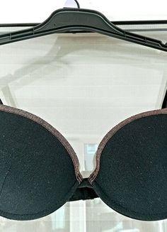 Kup mój przedmiot na #vintedpl http://www.vinted.pl/damska-odziez/biustonosze/13283150-biustonosz-intimissimi-czarny-blyszczacy-idealny