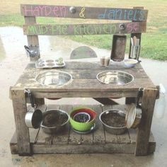 Mud kitchen (also known as an outdoor kitchen or mud pie kitchen) is one of the best resources in DIY projects for kids to play outside as kids playhouse. Backyard Play Spaces, Outdoor Play Spaces, Kids Outdoor Play, Kids Play Area, Outdoor Playground, Backyard Kids, Backyard Kitchen, Play Areas, Backyard Games