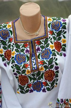 Beautiful , Ukraine, from Iryna: Polish Embroidery, Mexican Embroidery, Embroidery On Clothes, Rose Embroidery, Embroidery Designs, Mexican Blouse, Mexican Dresses, Folk Fashion, Womens Fashion