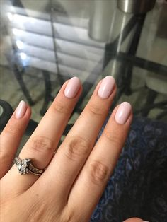 Round nails with nude opi gel -#shellac