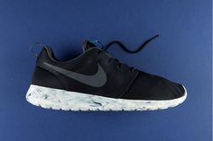 "17066216b59cf NIKE ROSHE RUN ""MARBLE PACK"" Chaussure, Nike Roshe Exécuté, Shox De Nike"