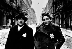 Jevgeni Chaldej, Jewish couple, Budapest, 1945