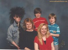 I love awkward family photos.