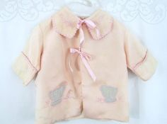 Vintage baby coat / jacket with cute appliques. Vintage Baby Dresses, Vintage Baby Clothes, Vintage Outfits, Shabby Chic Baby, Baby Mine, Baby Coat, Vintage Nursery, Heirloom Sewing, Baby Chicks