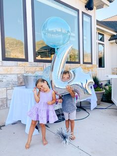 4th Birthday Party by popular Utah motherhood blog, A Slice of Style Jenica Parcell and her husband with their twin children who were conceived via several rounds of IVF treatments.  Now they are enjoying their 4th birthday party with a few friends and family. Adhd Kids, Autistic Children, Favourite Pizza, My Favorite Part, Good Parenting, Parenting Hacks, Shark Cupcakes, Twin First Birthday, Ivf Treatment
