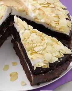 Schoko-Kaffee-Torte mit Baiser: http://kochen.gofeminin.de/rezepte/rezept_kaffee-baiser-torte_313962.aspx #schokolade #torte