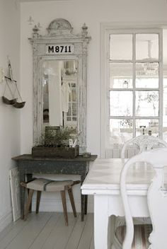 A Room of White Painted Furniture - this room comes to life with the addition of dark vintage pieces  - HVÍTUR LAKKRÍS