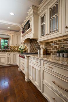 Cream Kitchen Cabinets, Country Kitchen Cabinets, Country Kitchen Designs, French Country Kitchens, Kitchen Redo, Rustic Kitchen, Kitchen Ideas, Island Kitchen, Kitchen Planning