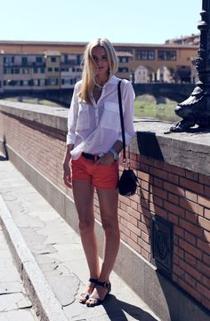 Jessica Stein wore our Low-rise Cut-off short in Tangerine on her recent trip to Florence, Italy during a scorching summer day.