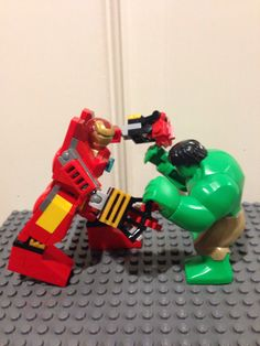 Lego Iron man Hulkbuster vs. Hulk. AWESOME!!!! Lego Marvel, Marvel Comics, Iron Man Hulkbuster, Lego Iron Man, Lego People, Red Vs Blue, Barbie Party, Cool Lego Creations, Marvel Comic Character