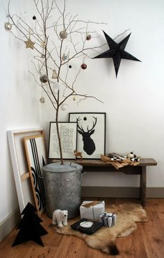 The best non-traditional, non-cheesy Christmas tree we've ever seen. Some holiday decorating that's our speed.
