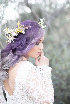 Quando vi esse post no BuzzFeed fiquei encantada, na verdade me surpreendi em como os cabelos coloridos realçam o vestido de noiva e a beleza das mulheres, e resolvi compartilhar com vocês.Por exe…