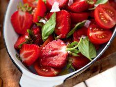 Tomat- och jordgubbssallad Fast jag brukar ha balsamico till, mums...