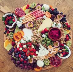 We're so not yet ready for you Monday! Yay to this delicious platter by the talented @theplatterproject.sydney