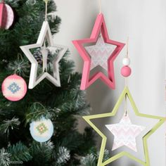 Tuto suspension étoiles de Noël Gnome, Christmas Inspiration, Christmas Ornaments, Holiday Decor, Christmas Paper, Christmas Wood, Gold Christmas Ornaments, Bricolage Noel, Real Simple